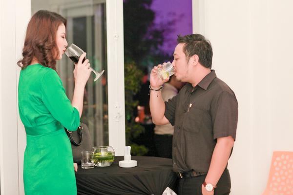 Chồng HH Trần Thị Quỳnh lần đầu đi tiệc với vợ 3