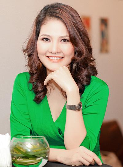 Chồng HH Trần Thị Quỳnh lần đầu đi tiệc với vợ 7