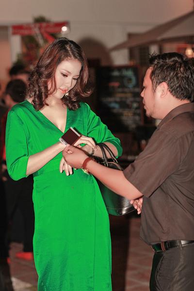 Chồng HH Trần Thị Quỳnh lần đầu đi tiệc với vợ 1