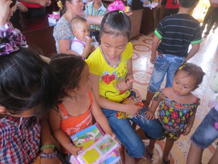 Đoàn công tác Tổng cục DS-KHHGĐ thăm, làm việc tại đảo Song Tử Tây- Trường Sa: Thắm tình quân dân 7