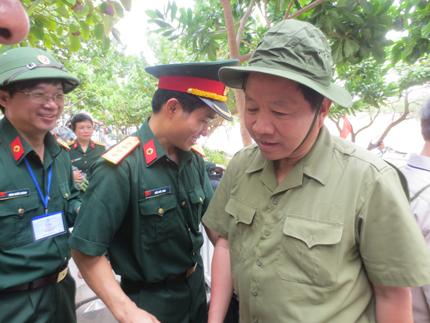 Đoàn công tác Tổng cục DS-KHHGĐ thăm, làm việc tại đảo Song Tử Tây- Trường Sa: Thắm tình quân dân 4