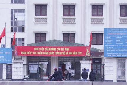 """Hà Nội: Thủ khoa vẫn """"thi trượt"""" công chức 1"""