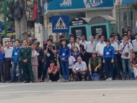 Đông đảo quân, dân Hà Nội xếp hàng chờ đến giờ viếng Đại tướng  3