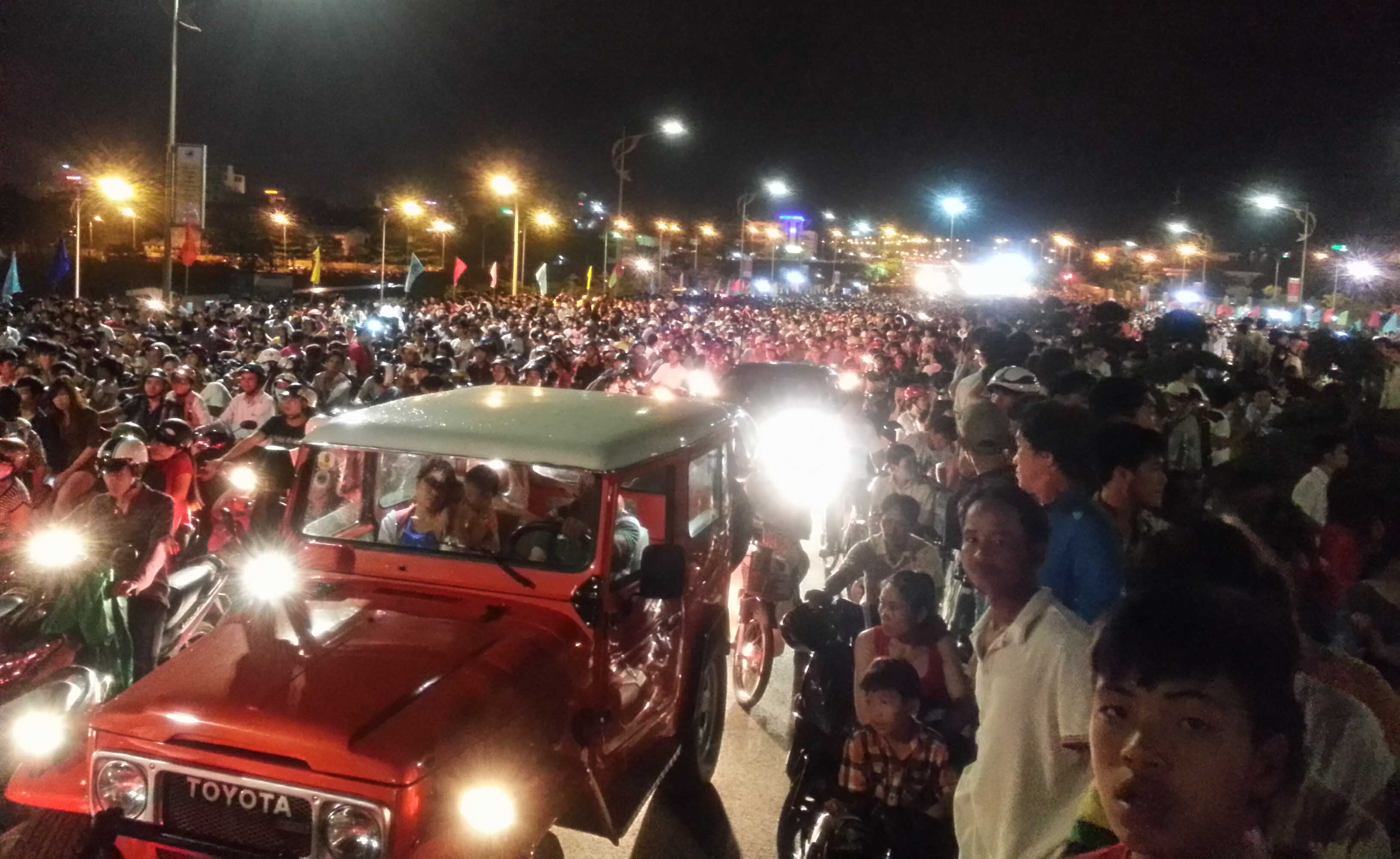 """Đà Nẵng: Hàng nghìn người kẹt cứng trên """"con Rồng thép"""" 5"""