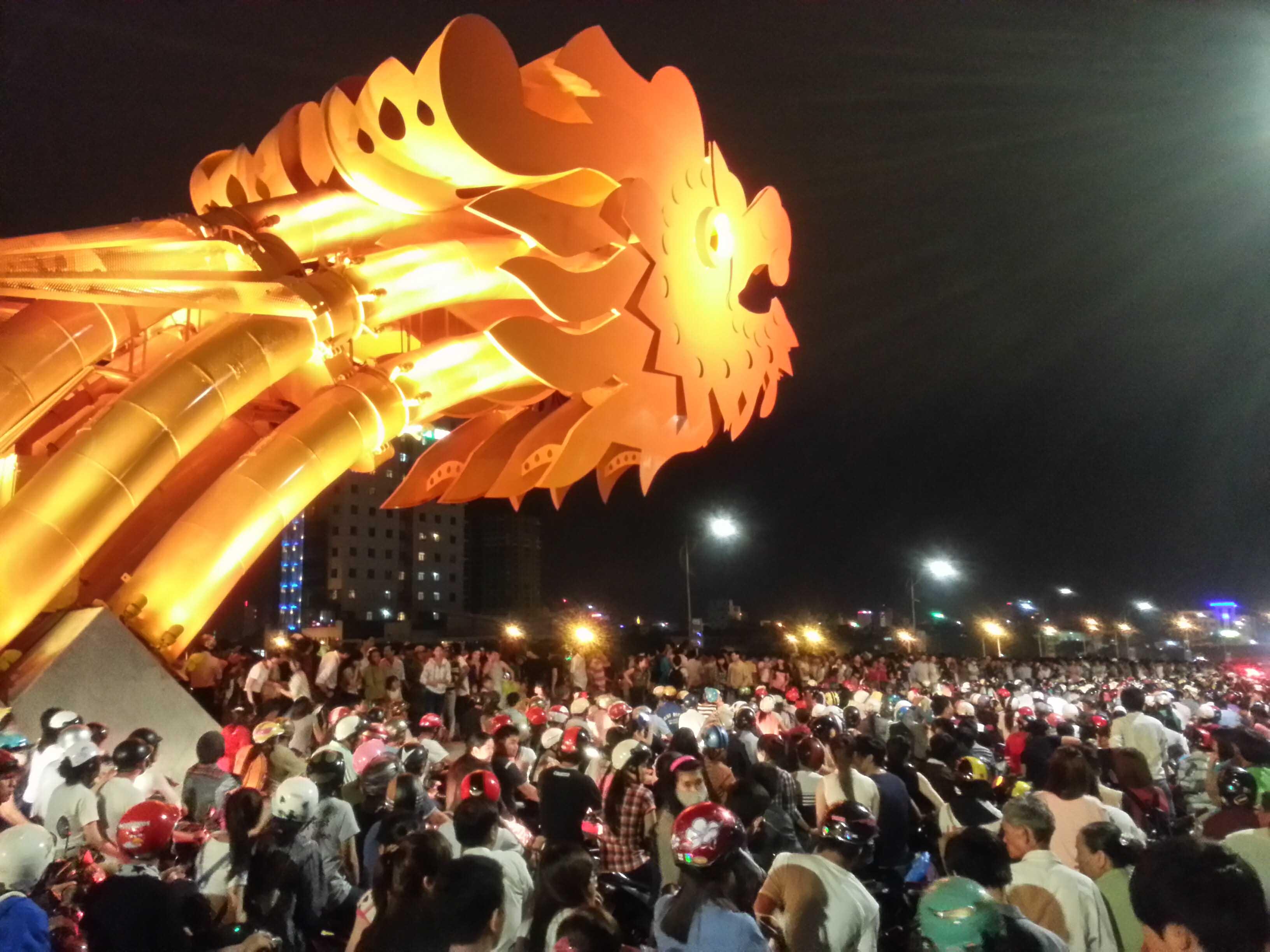 """Đà Nẵng: Hàng nghìn người kẹt cứng trên """"con Rồng thép"""" 3"""