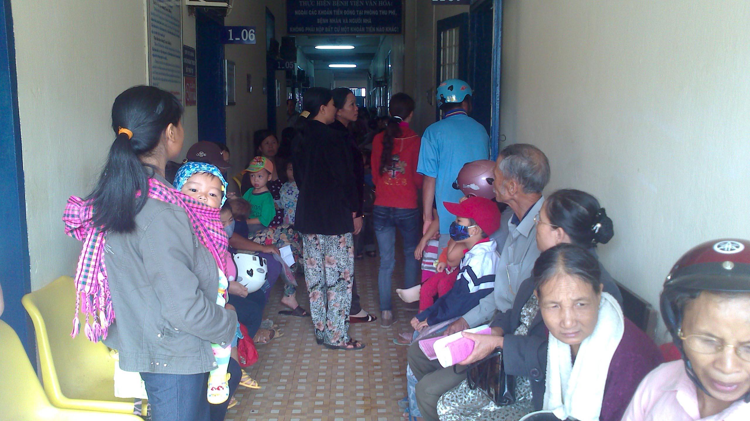Khám bệnh tim và mắt cho hơn 1.200 người ở Kon Tum 2