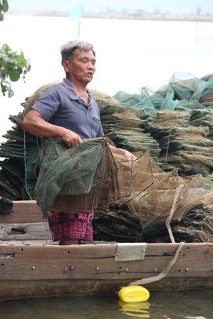 """Chuyện về lão ngư mù """"sát cá"""" trên phá Tam Giang 4"""