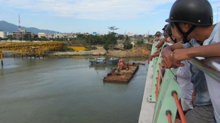 Nam thanh niên ôm giấy đăng ký kết hôn tự tử ở sông Hàn 1