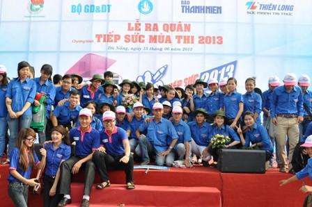 """Hàng ngàn học sinh, sinh viên tham gia chương trình """"Tiếp sức mùa thi 2013"""" 2"""