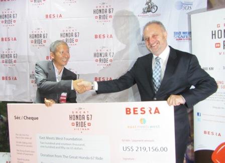 """Hơn 200 ngàn USD giúp bà mẹ và trẻ sơ sinh của """"Hành trình Honda 67"""" 1"""