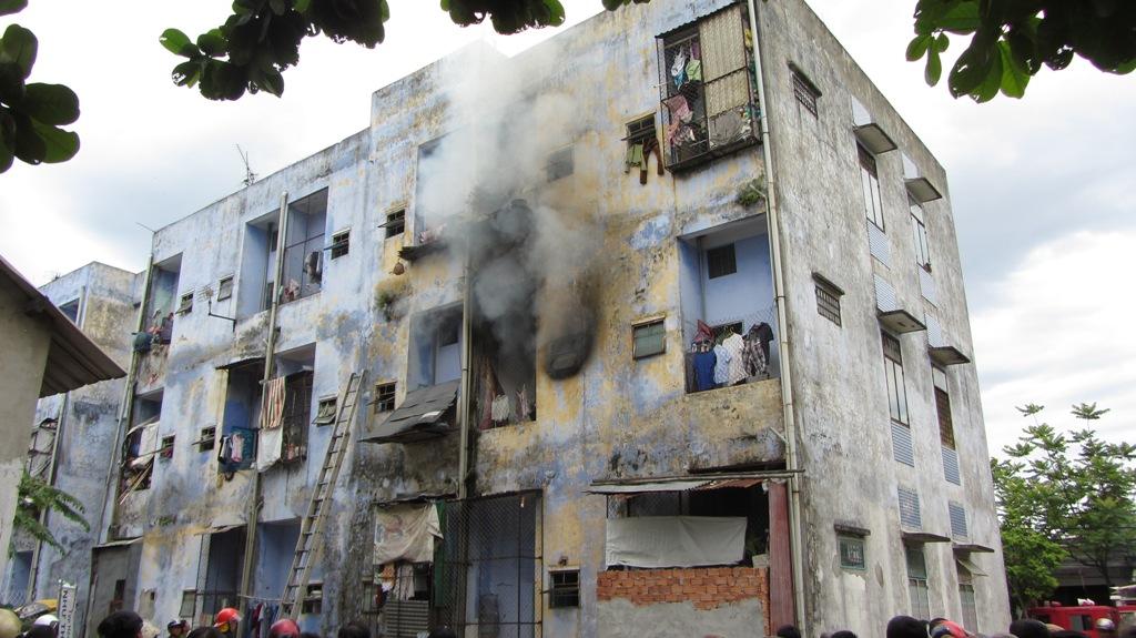 Khu chung cư bốc cháy dữ dội giữa trưa ở Đà Nẵng 1