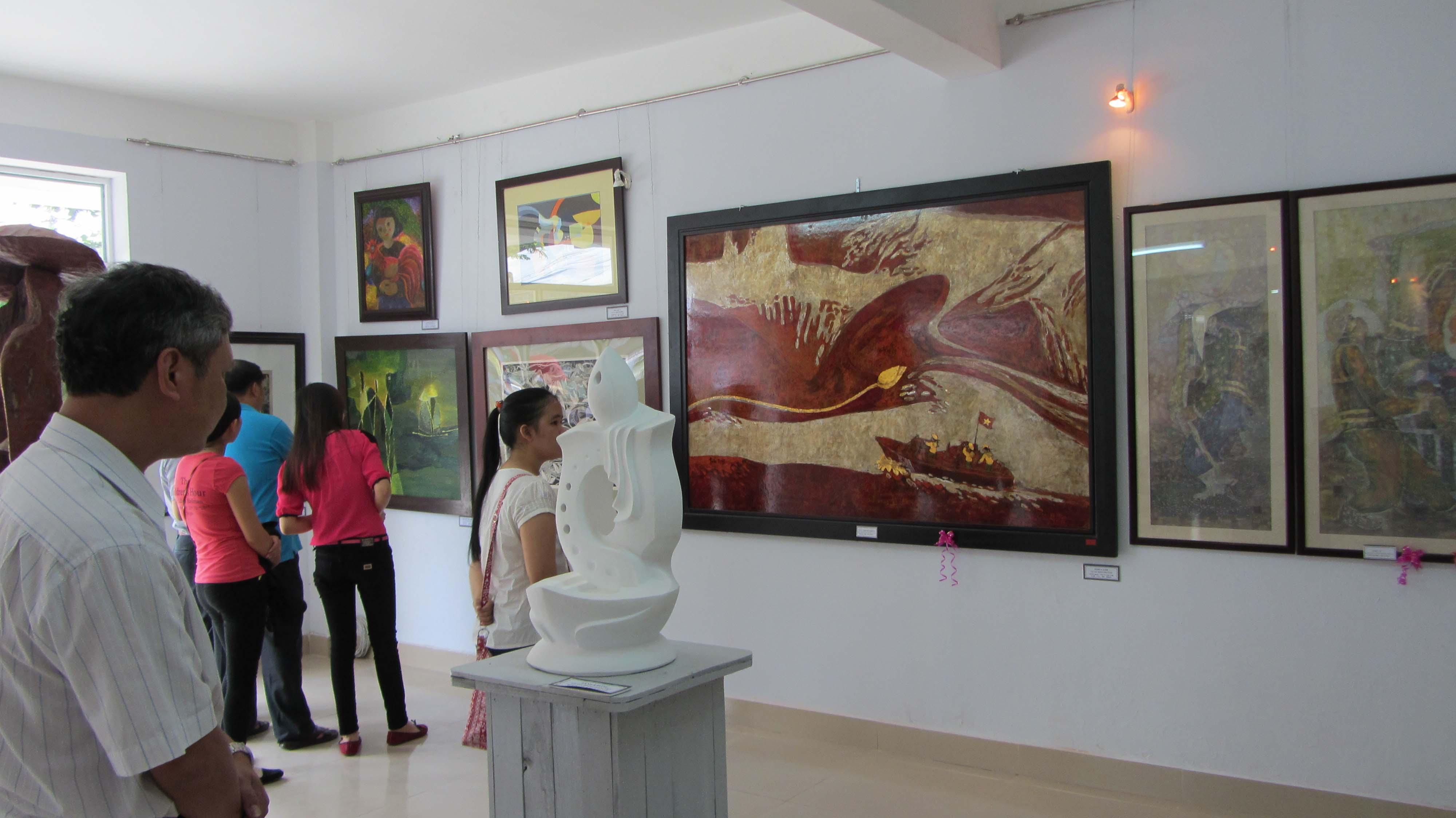 Cận cảnh các tuyệt phẩm mỹ thuật miền Trung & Tây Nguyên 23