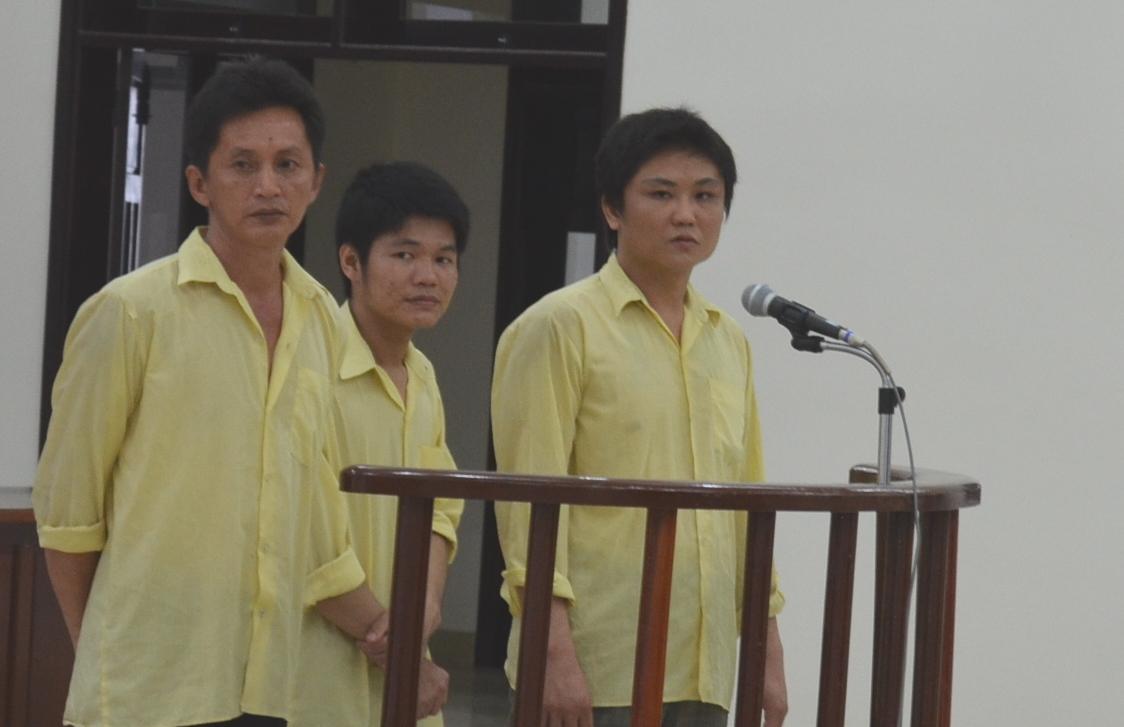 Ba người nước ngoài dùng thẻ thanh toán lừa mua hàng ở Việt Nam 1