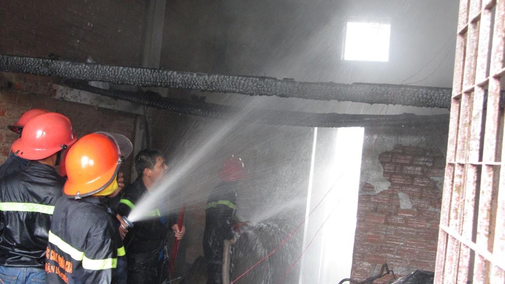 Khu chung cư bốc cháy dữ dội giữa trưa ở Đà Nẵng 6