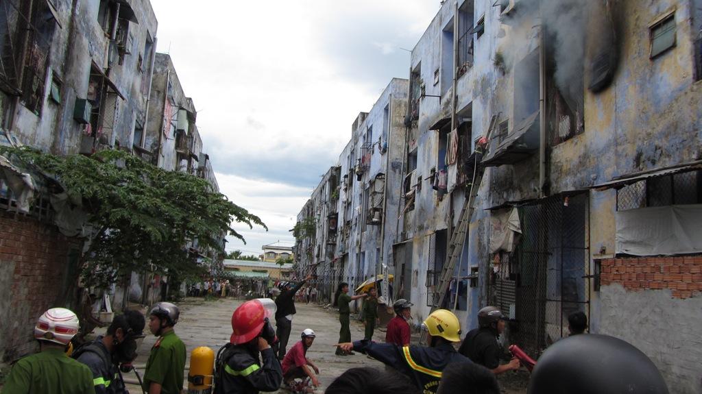Khu chung cư bốc cháy dữ dội giữa trưa ở Đà Nẵng 10