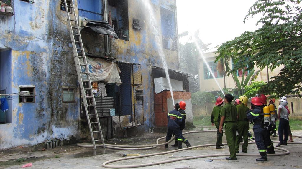 Khu chung cư bốc cháy dữ dội giữa trưa ở Đà Nẵng 3