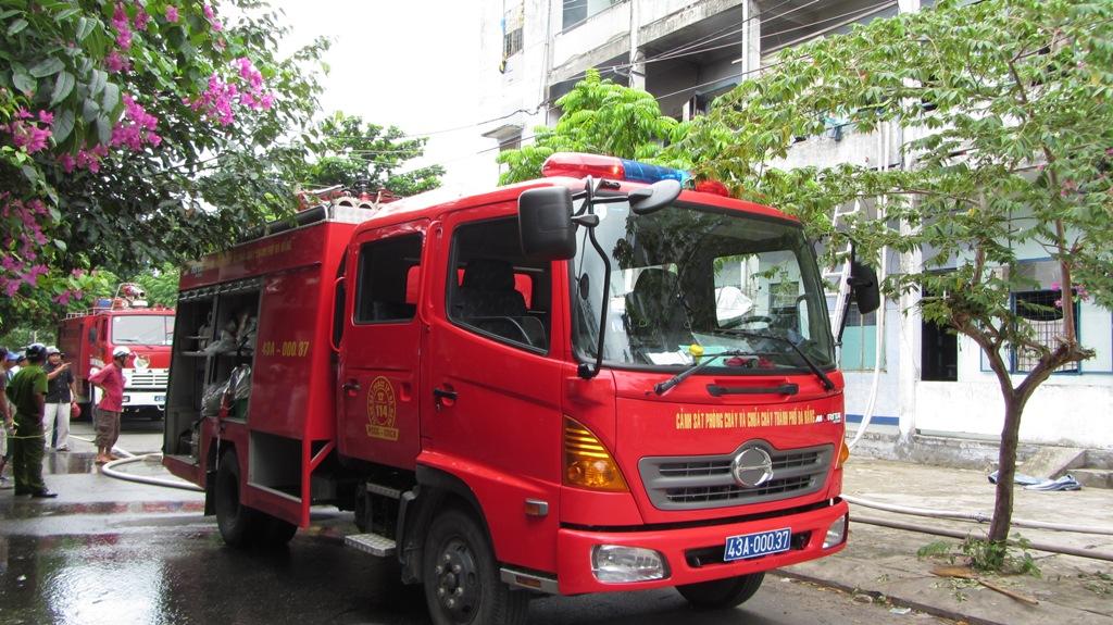 Khu chung cư bốc cháy dữ dội giữa trưa ở Đà Nẵng 2