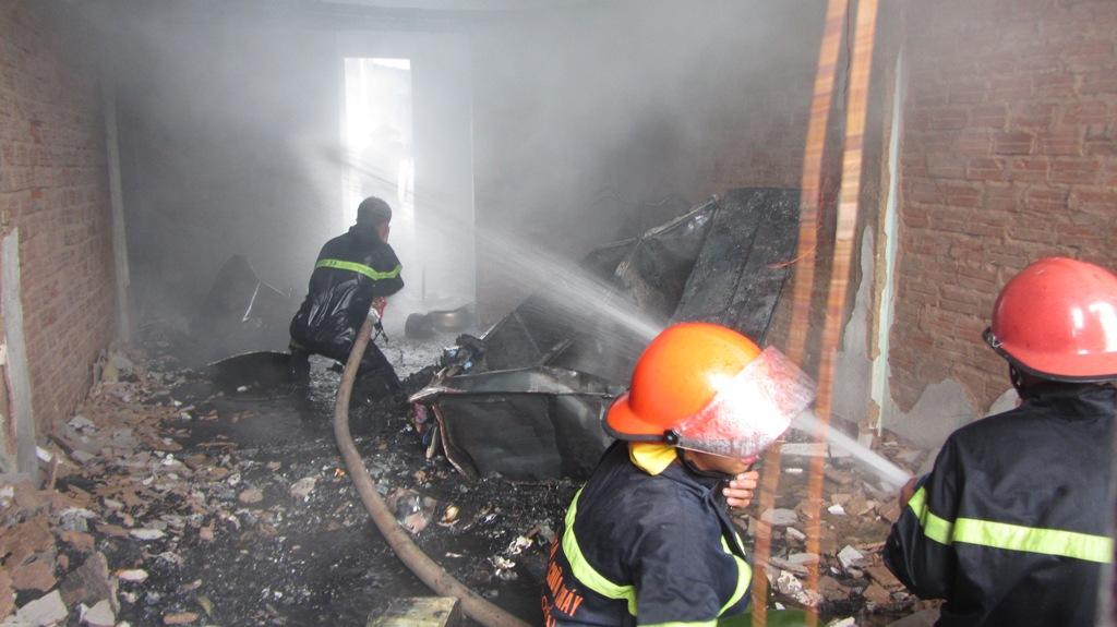 Khu chung cư bốc cháy dữ dội giữa trưa ở Đà Nẵng 4