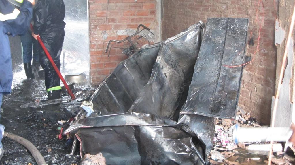 Khu chung cư bốc cháy dữ dội giữa trưa ở Đà Nẵng 9