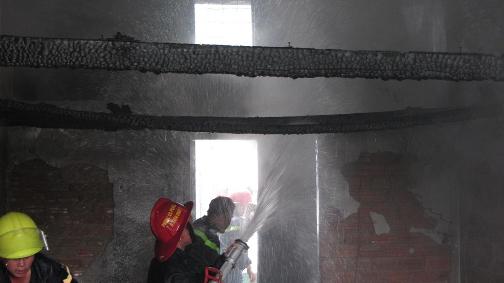 Khu chung cư bốc cháy dữ dội giữa trưa ở Đà Nẵng 5