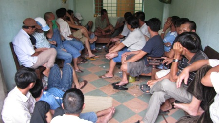 Hơn 30 người sát phạt nhau bằng hình thức chọi cá 1