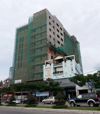 Thi công công trình Bệnh viện Gia đình làm nứt nhà dân 5