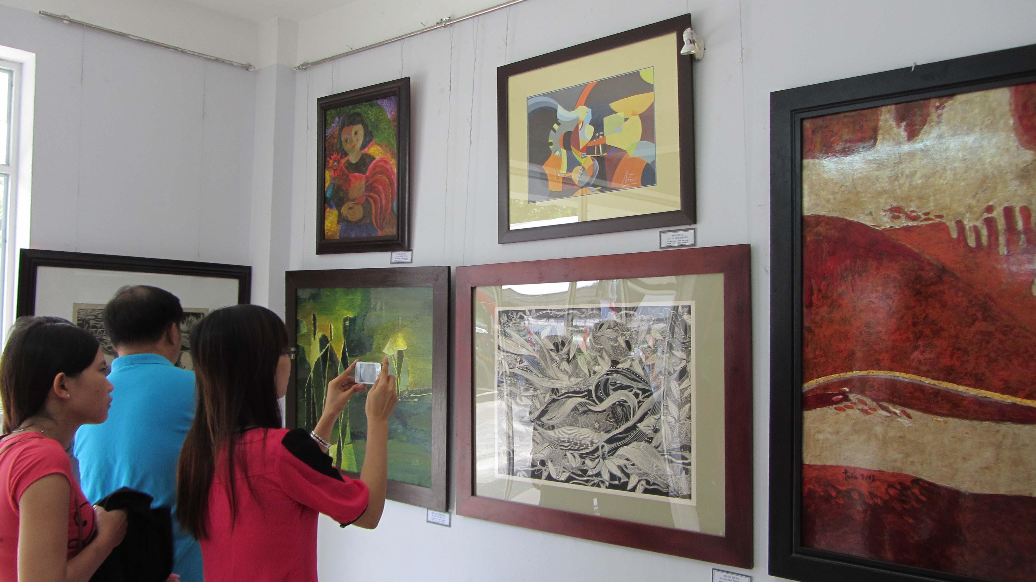 Cận cảnh các tuyệt phẩm mỹ thuật miền Trung & Tây Nguyên 11