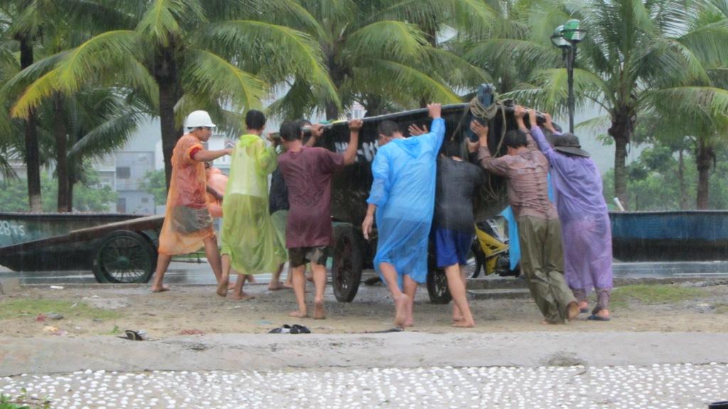 Cận cảnh người dân Đà Nẵng chuẩn bị đối phó bão số 8 12