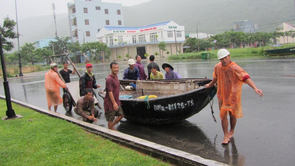 Cận cảnh người dân Đà Nẵng chuẩn bị đối phó bão số 8 13