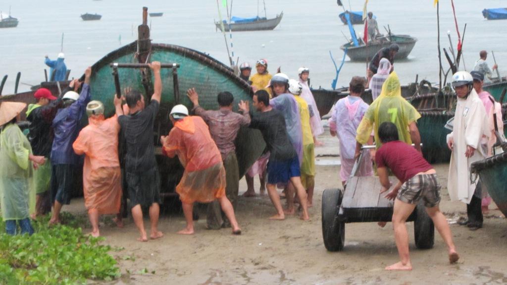 Cận cảnh người dân Đà Nẵng chuẩn bị đối phó bão số 8 6