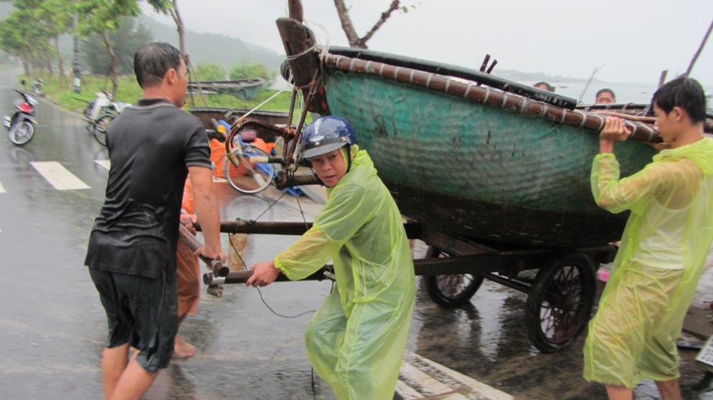 Cận cảnh người dân Đà Nẵng chuẩn bị đối phó bão số 8 7