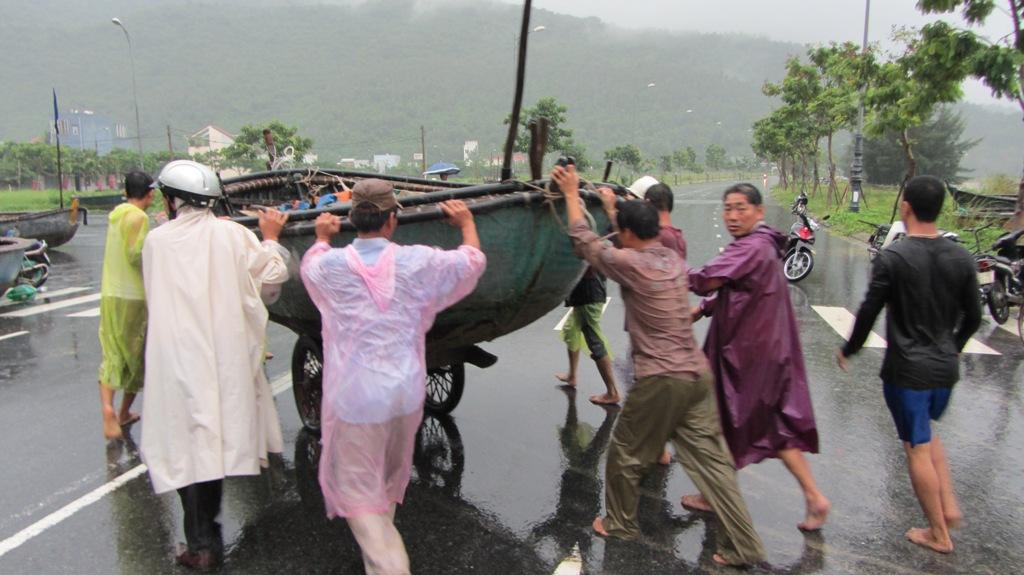 Cận cảnh người dân Đà Nẵng chuẩn bị đối phó bão số 8 8