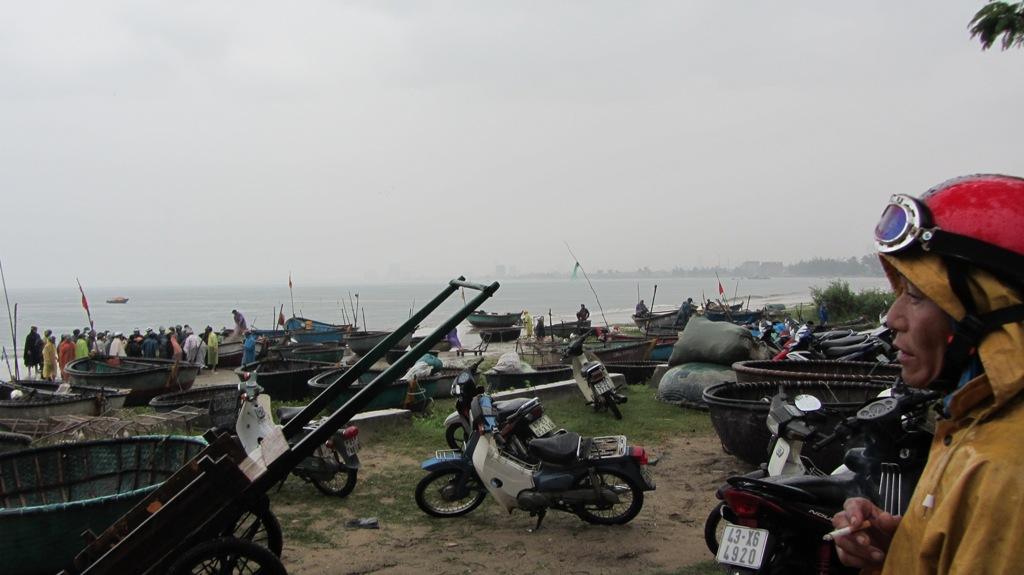 Cận cảnh người dân Đà Nẵng chuẩn bị đối phó bão số 8 11