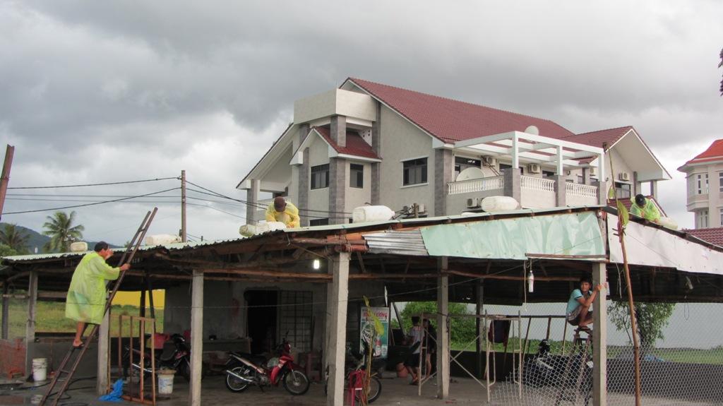 Cận cảnh người dân Đà Nẵng chuẩn bị đối phó bão số 8 16