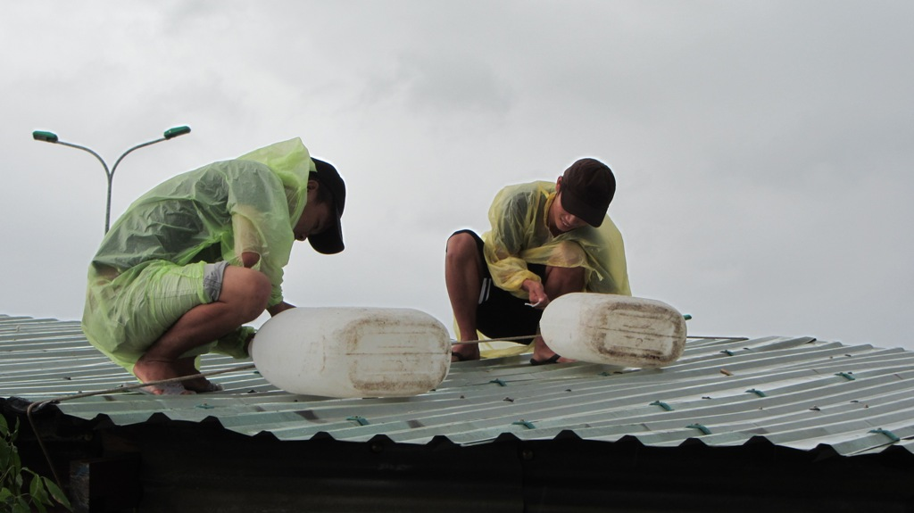 Cận cảnh người dân Đà Nẵng chuẩn bị đối phó bão số 8 17
