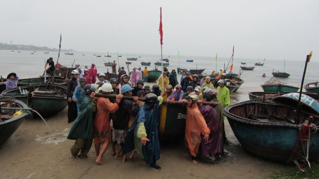 Cận cảnh người dân Đà Nẵng chuẩn bị đối phó bão số 8 3
