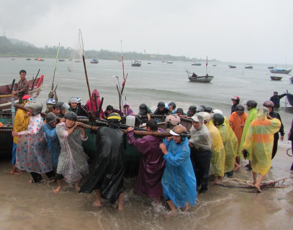 Cận cảnh người dân Đà Nẵng chuẩn bị đối phó bão số 8 2