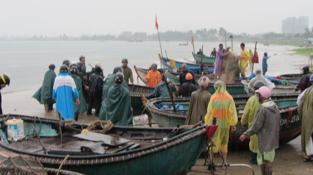 Cận cảnh người dân Đà Nẵng chuẩn bị đối phó bão số 8 1