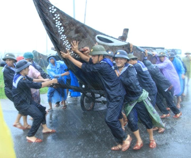 Cận cảnh người dân Đà Nẵng chuẩn bị đối phó bão số 8 9