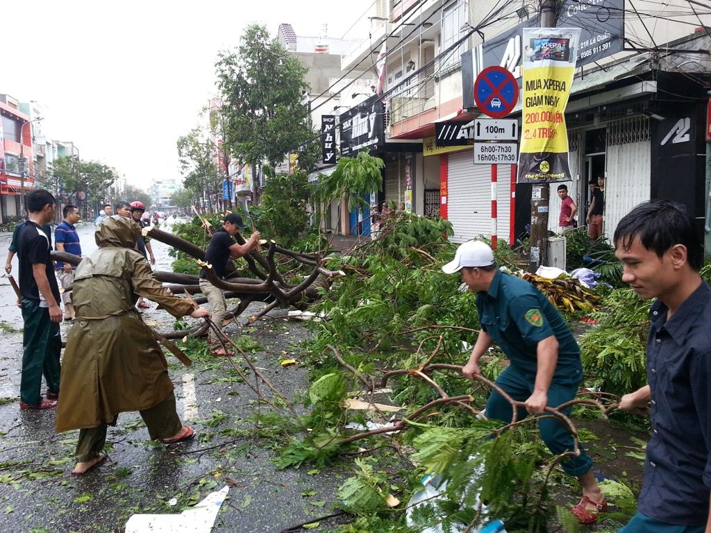 Đà Nẵng tan hoang sau bão số 11 11