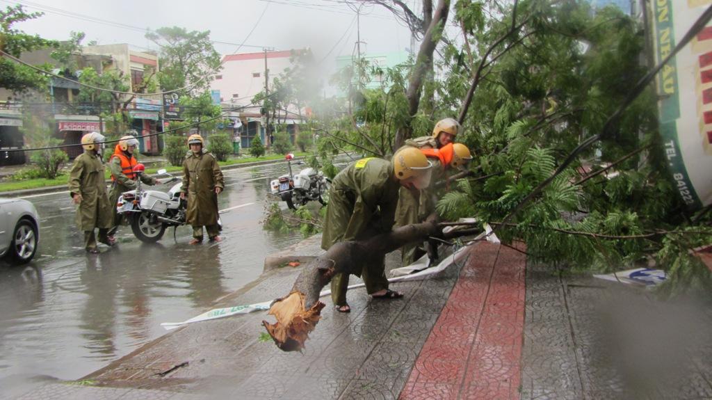 Đà Nẵng tan hoang sau bão số 11 13