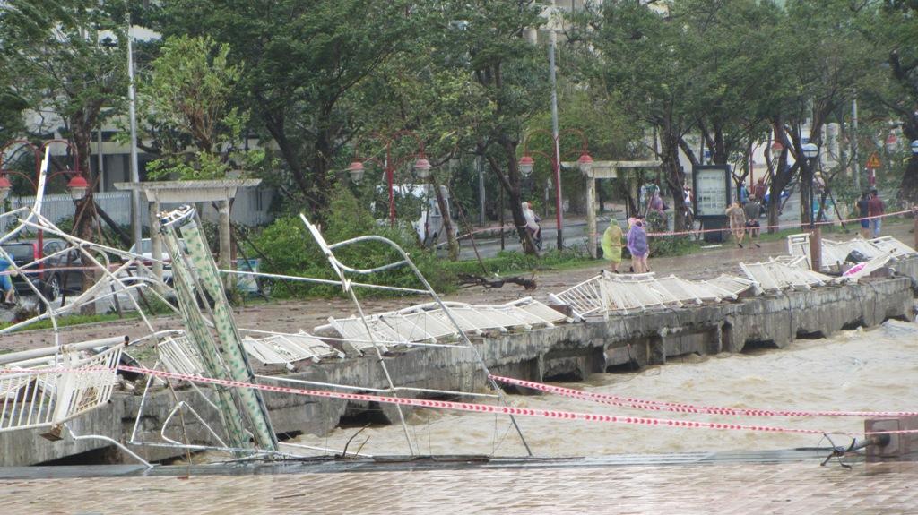 Đà Nẵng tan hoang sau bão số 11 14