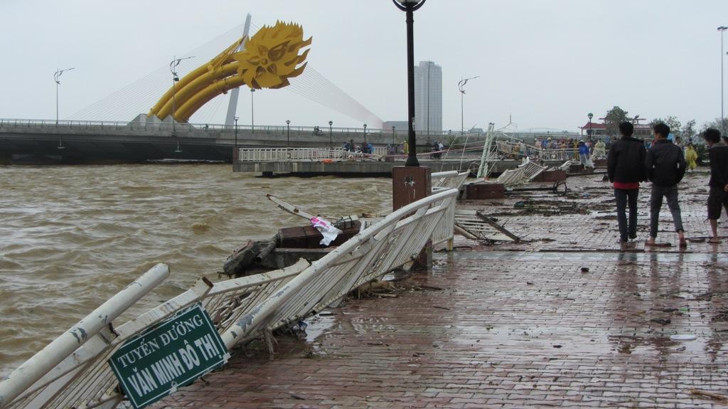 Đà Nẵng tan hoang sau bão số 11 15