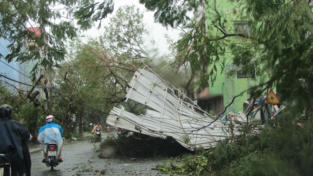 Đà Nẵng tan hoang sau bão số 11 8