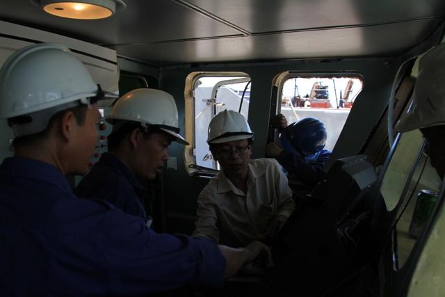 Cận cảnh tàu Kiểm ngư Việt Nam bị tàu Trung Quốc đâm gây hư hỏng 11