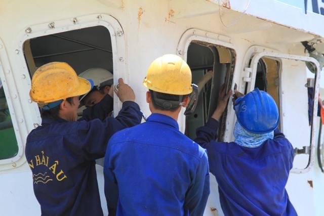 Cận cảnh tàu Kiểm ngư Việt Nam bị tàu Trung Quốc đâm gây hư hỏng 12