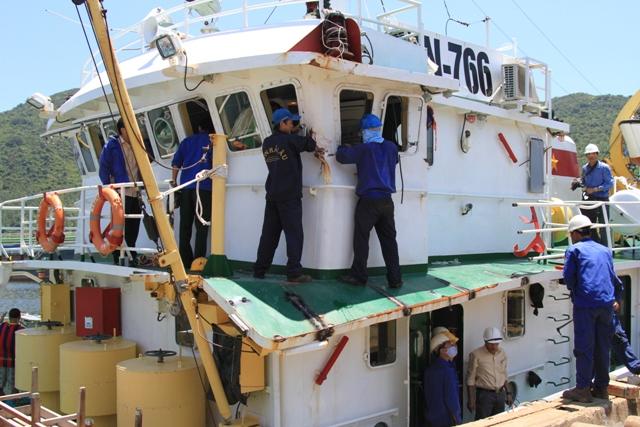 Cận cảnh tàu Kiểm ngư Việt Nam bị tàu Trung Quốc đâm gây hư hỏng 2