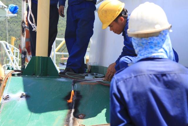 Cận cảnh tàu Kiểm ngư Việt Nam bị tàu Trung Quốc đâm gây hư hỏng 3