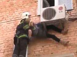 Cứu được bà lão 97 tuổi rơi khỏi cửa sổ 1