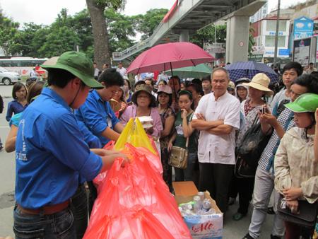 Hà Nội: Cơm chay miễn phí ấm lòng sĩ tử 2